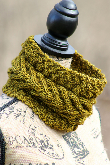 Chunky Knit Cowl Pattern Free : Knitting Patterns Galore - Vaduz Cowl