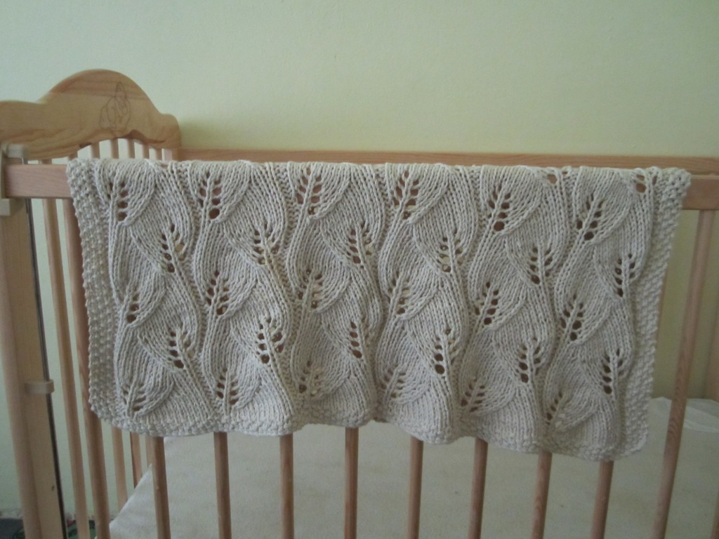 Knitting patterns galore leafy baby blanket leafy baby blanket free knitting pattern bankloansurffo Image collections