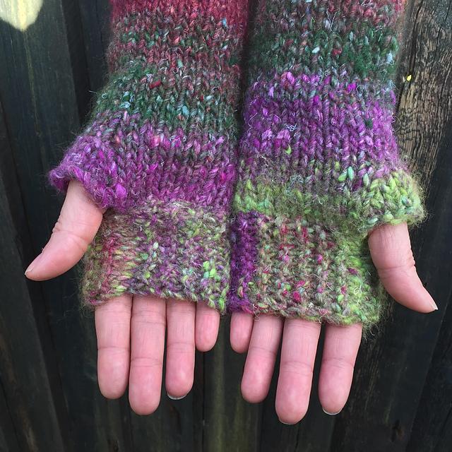 Knitting Patterns Galore - Noro Kama Fingerless Gloves