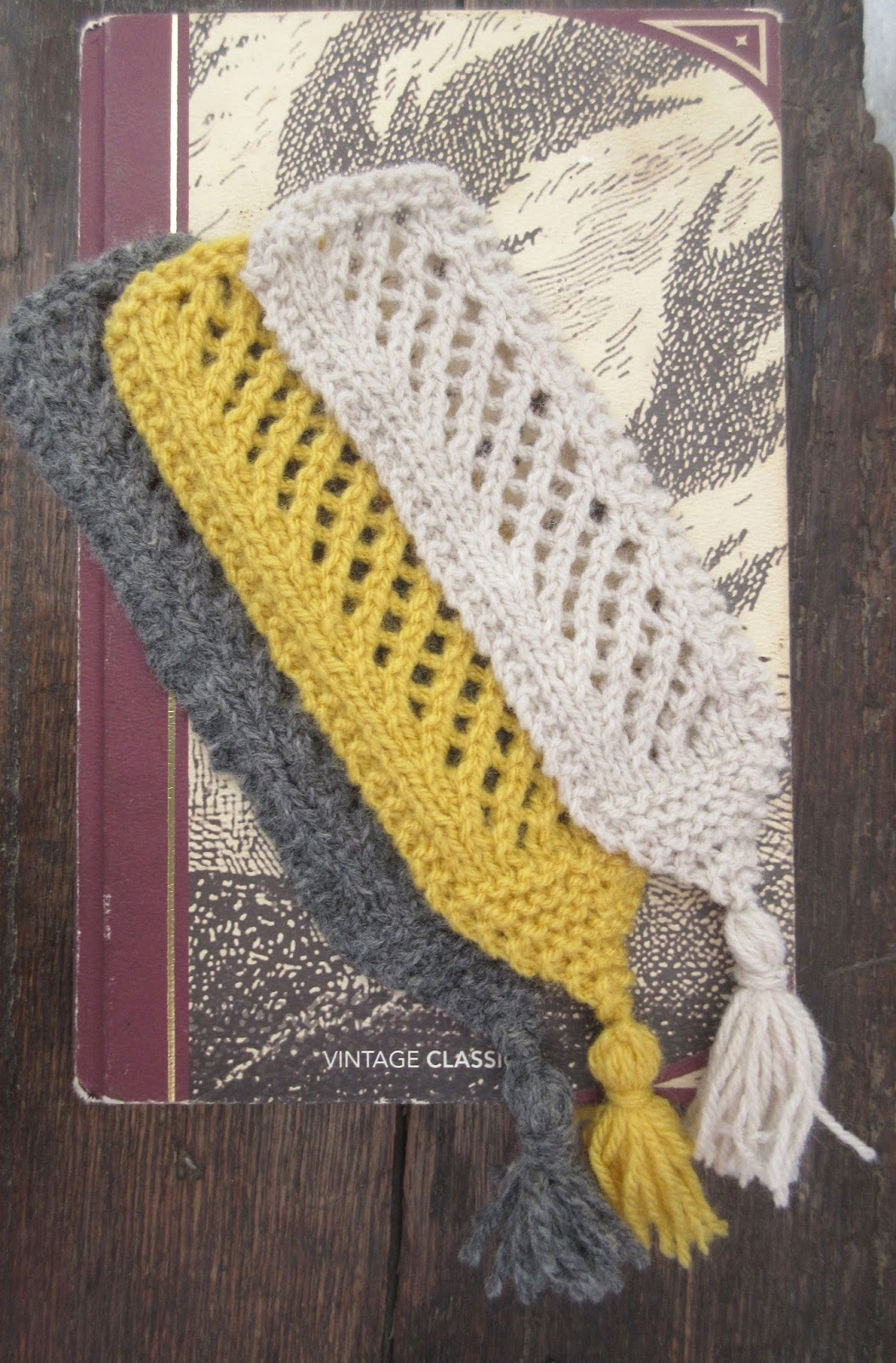 Knitting Holes Pattern : Knitting Patterns Galore - Holes in the plot book mark