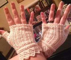 Fallen Star Lace Gloves