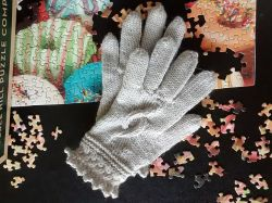 Cable Accent Gloves