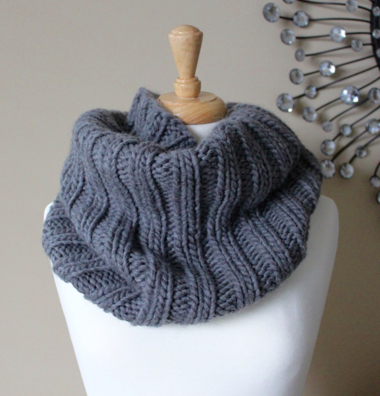 Knitted Cowl Pattern For Bulky Yarn : Knitting Patterns Galore - Bulky Ribbed Cowl