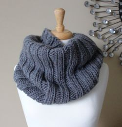 Bulky Ribbed Cowl