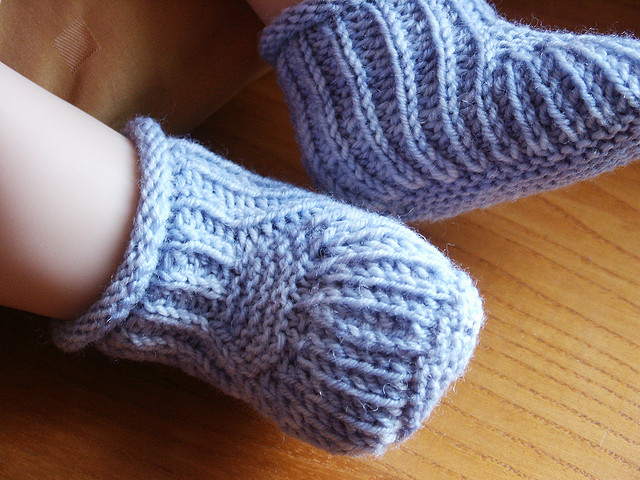 Free Knit Baby Bootie Pattern Easy : Knitting Patterns Galore - Blue Steps - Baby Booties