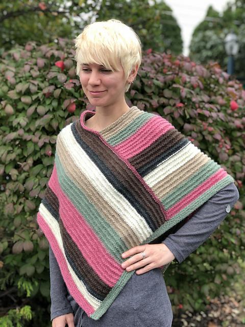 Knitting Patterns Galore - Ladies Poncho Hot Cakes