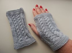 Bonnie Cabled Handwarmers