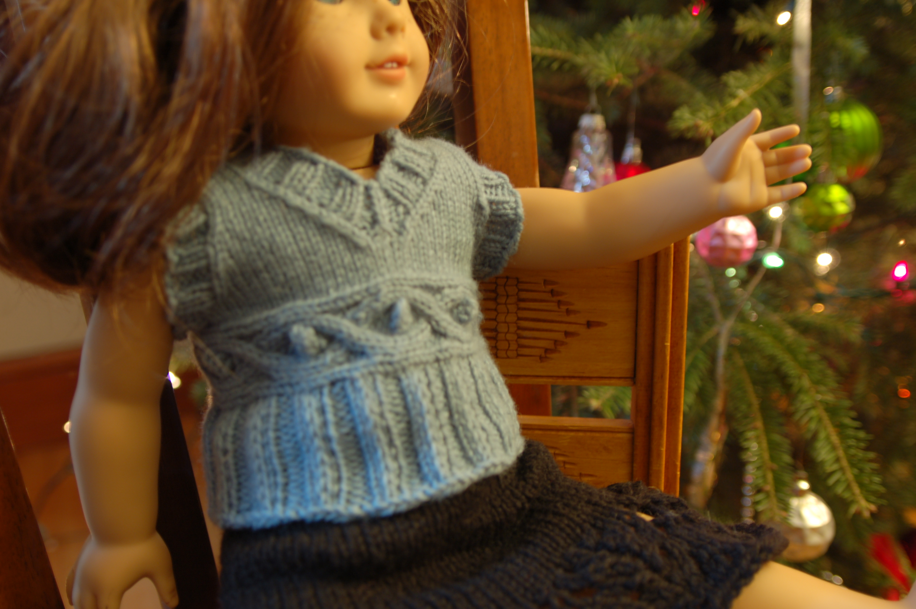 Knitting Patterns Galore - American Girl Cable Waist Vest
