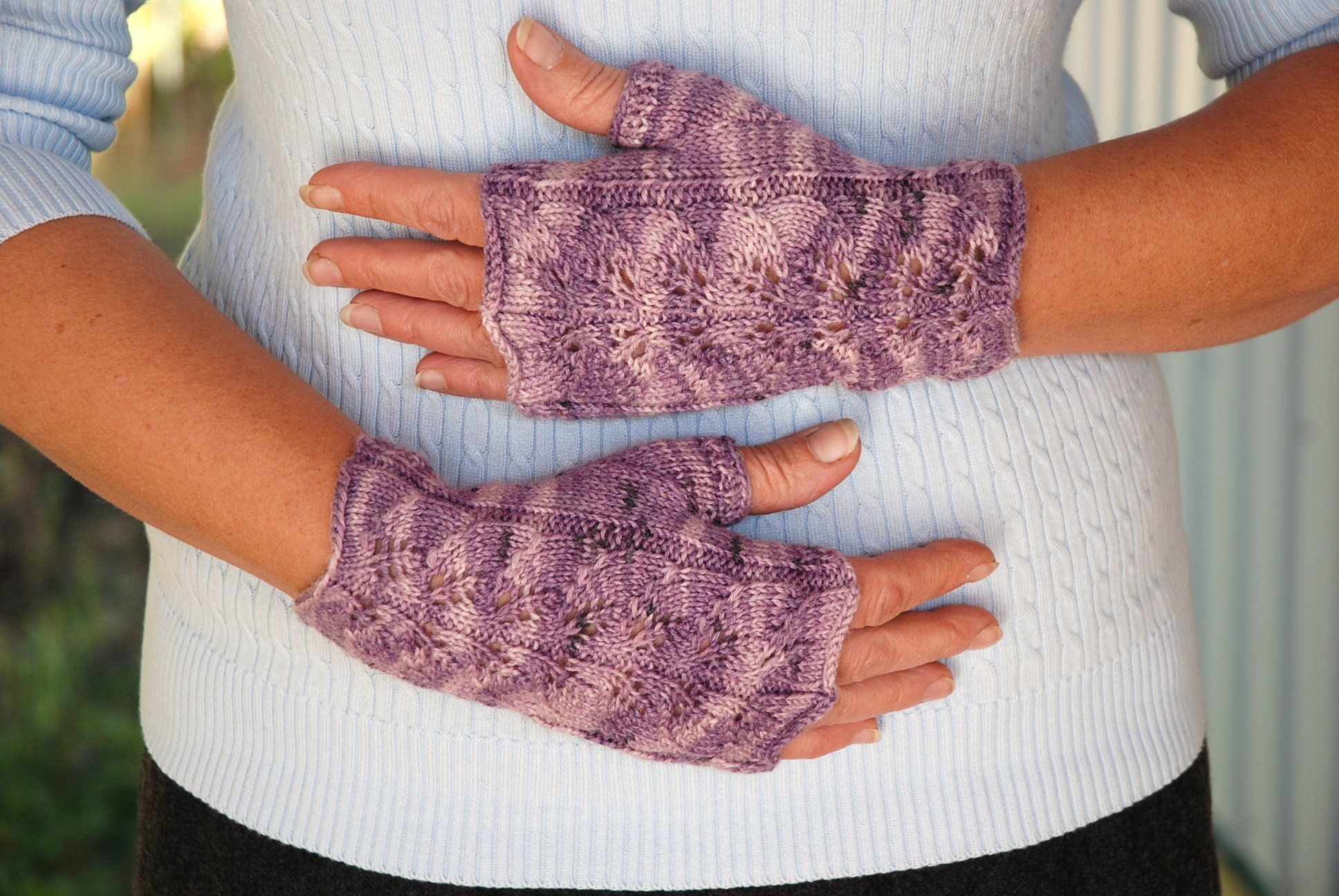 Knitting Patterns Galore - Twin Leaf Fingerless Gloves