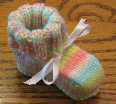 Knitting Patterns Galore - Seamless Baby Booties