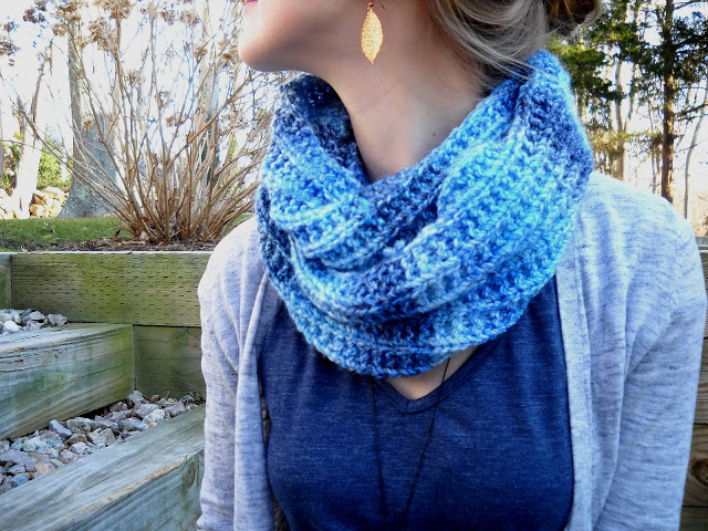 Knitting Patterns Galore - Blues Infinity Scarf