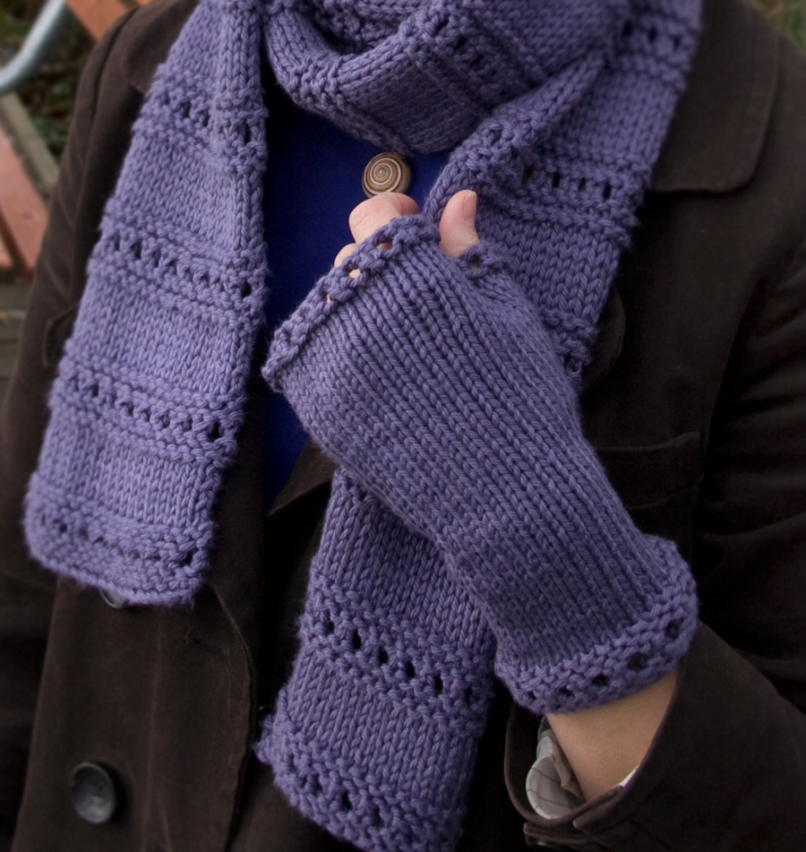 Knitting Patterns Galore - Montgomery Fingerless Mitts