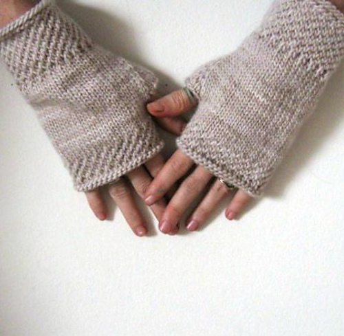 Knitting Patterns Galore - Honeycomb Wrist Warmers Knit.
