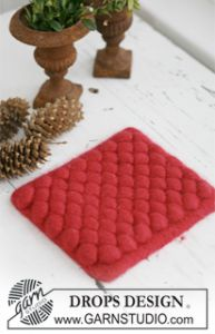 Knitted and Felted Christmas Hot Pad