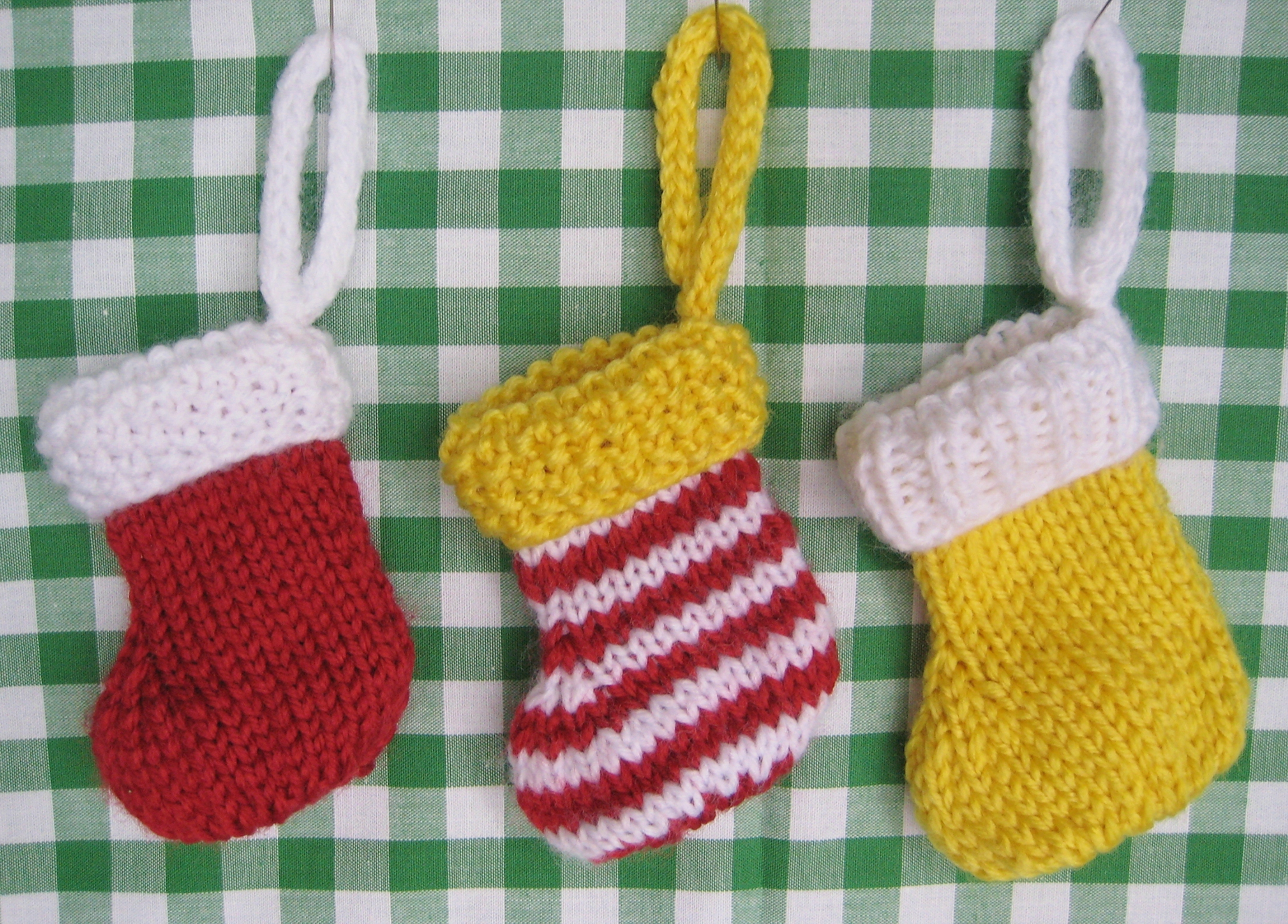 Easy Knitting Ideas For Christmas : Knitting patterns galore little christmas stocking for