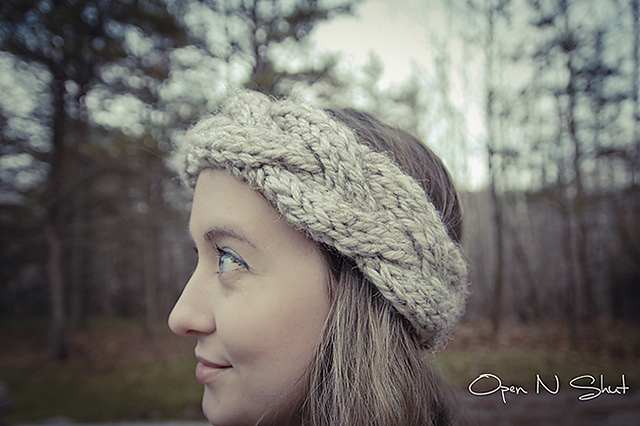 How To Knit Color Patterns : Knitting Patterns Galore - Cable Knit Crown Chunky Headband