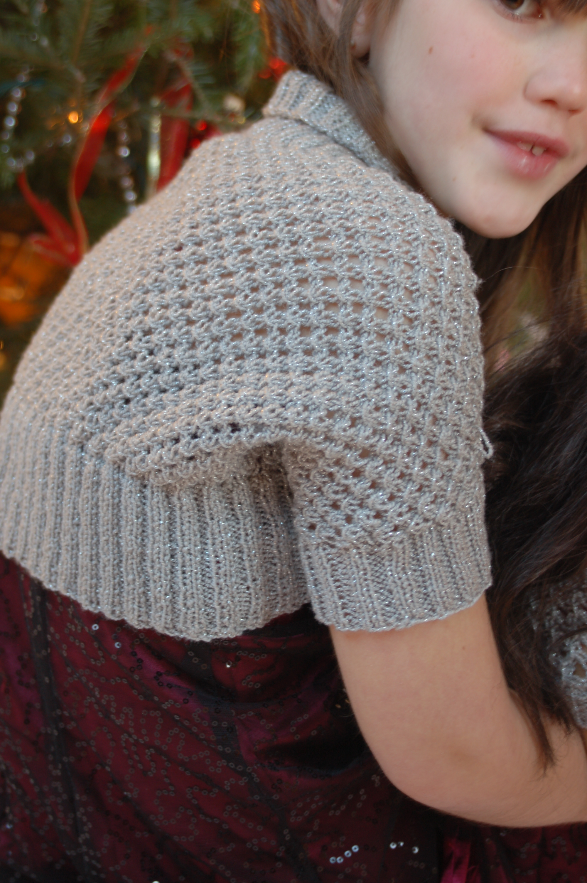 Free Knitting Pattern For Girls Bolero : Knitting Patterns Galore - Knotted Openwork Girls Shrug - with matching Ameri...