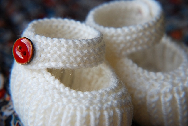 Knitting Patterns Galore - Teeny Tiny Mary Jane Booties