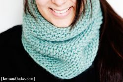 Easy Turquoise Garter Stitch Cowl Pattern