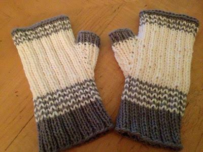 Knitting Patterns Galore - Ivory Hawk Fingerless Gloves