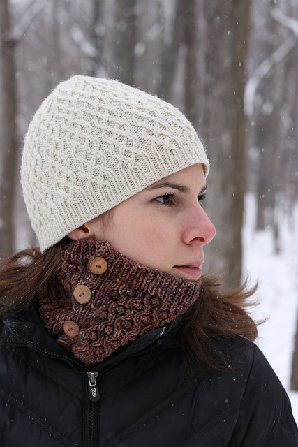 Knitting Patterns Galore - Buttons Cowl