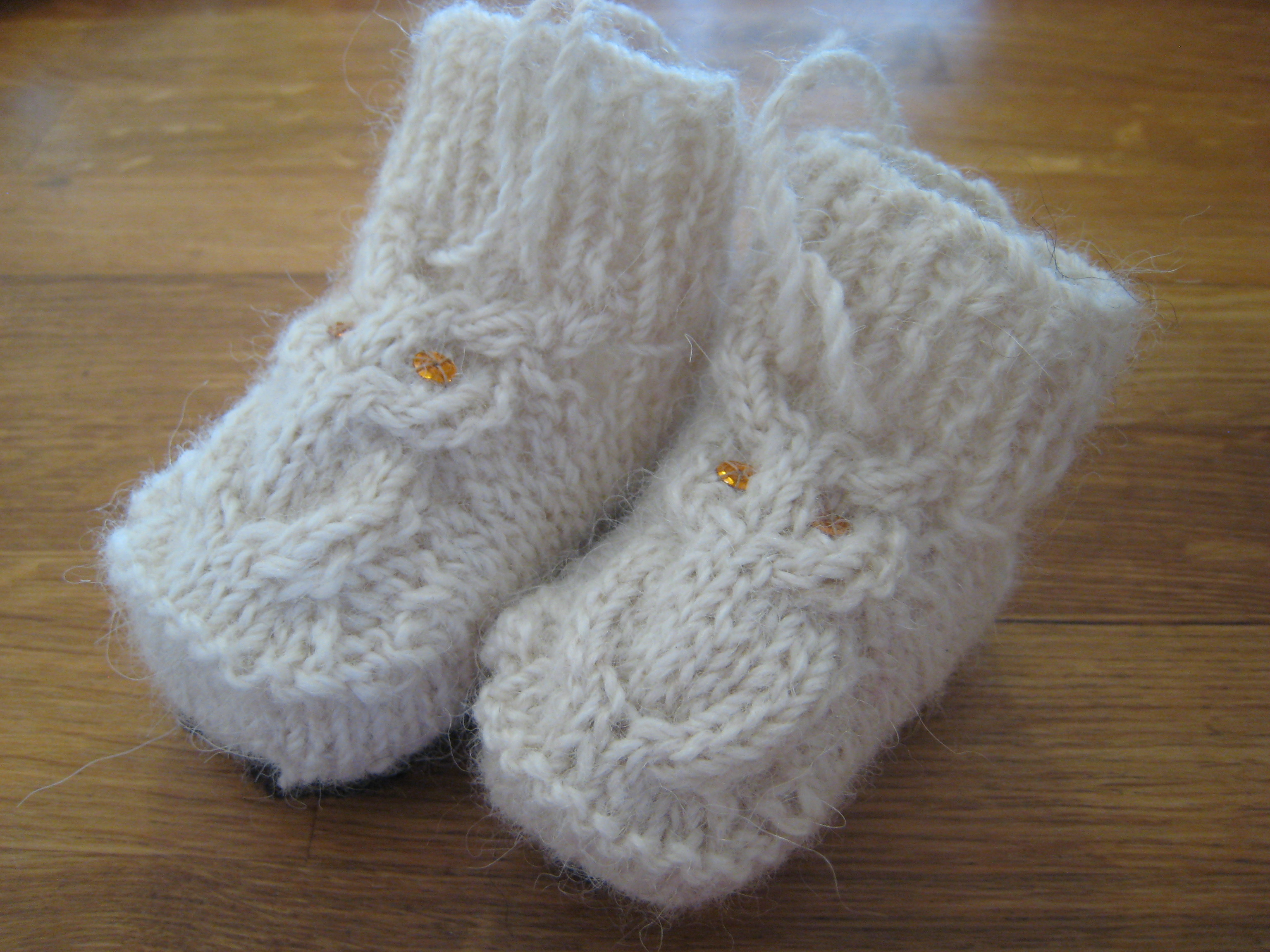 Baby Booties Cable Knitting Pattern : Knitting Patterns Galore - Hooties