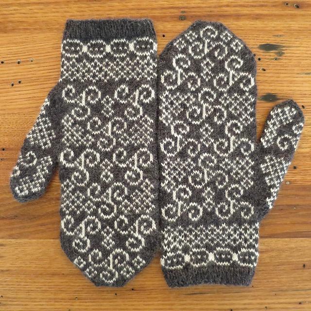 Knitting Patterns Galore Newgrange Mittens