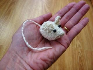 Crochet Tiny Mouse Amigurumi Free Patterns in 2020   Maus häkeln ...   240x320