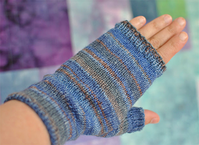 Knitting Patterns Galore - Fingerless Mittens