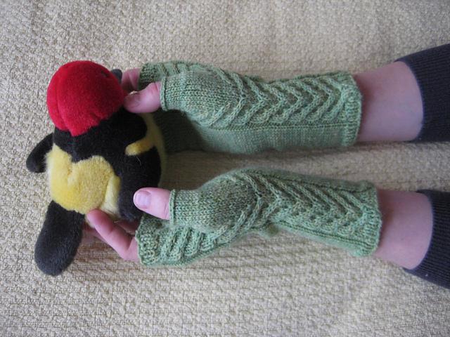 Knitting Patterns Galore - Staghorn Fingerless Gloves