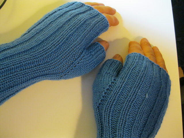 Knitting Patterns Galore - Fingerless Gloves for Men