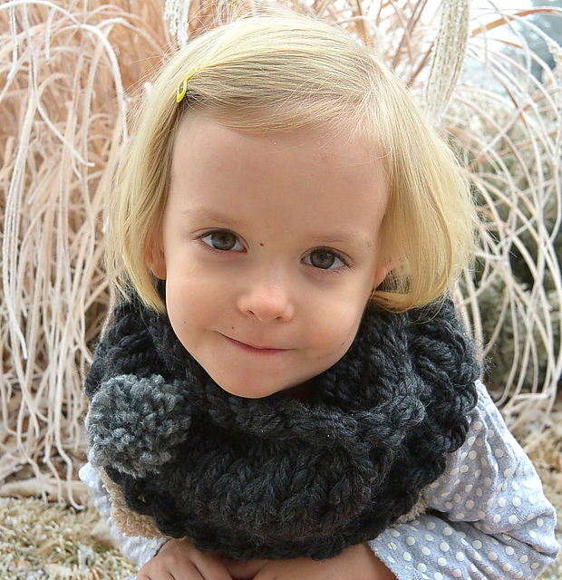 Knitting Patterns Galore - Child\'s Bulky Charcoal Cowl