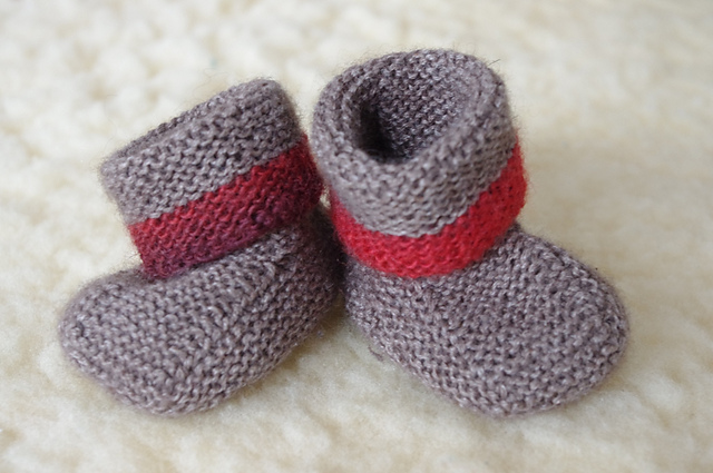 Knitting Patterns Galore - Seamless Stay on Baby Booties