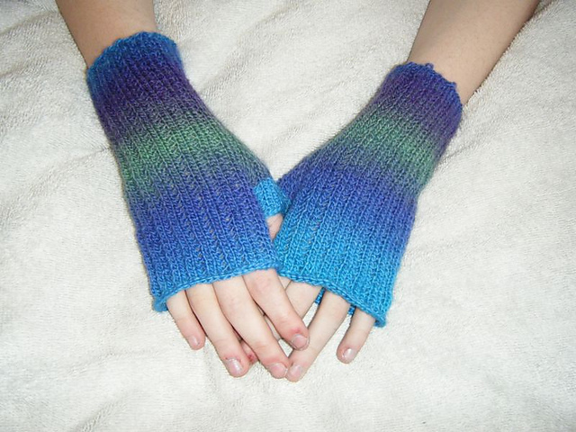 Knitting Patterns Galore - Sea Urchin Mitts