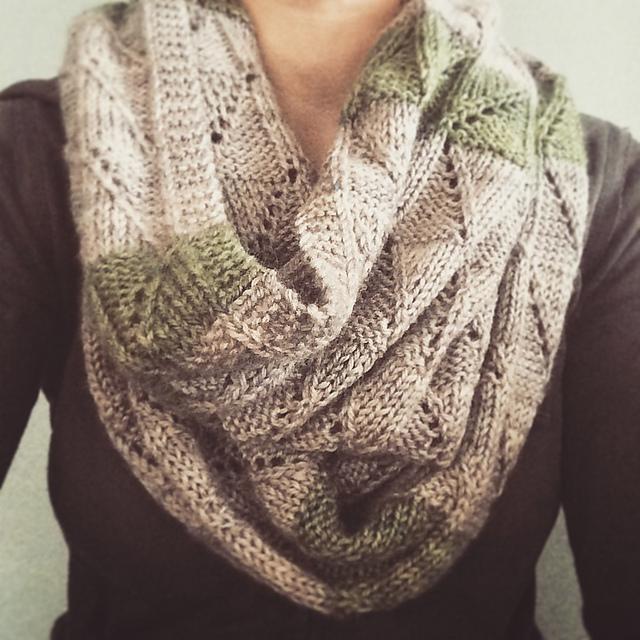 Knitting Patterns Galore - Misdirected Cowl