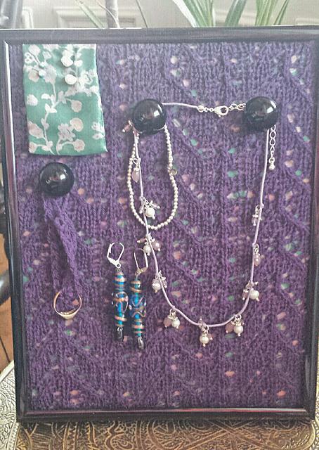 Knitting Pattern Stand : Knitting Patterns Galore - Jewellery Stand
