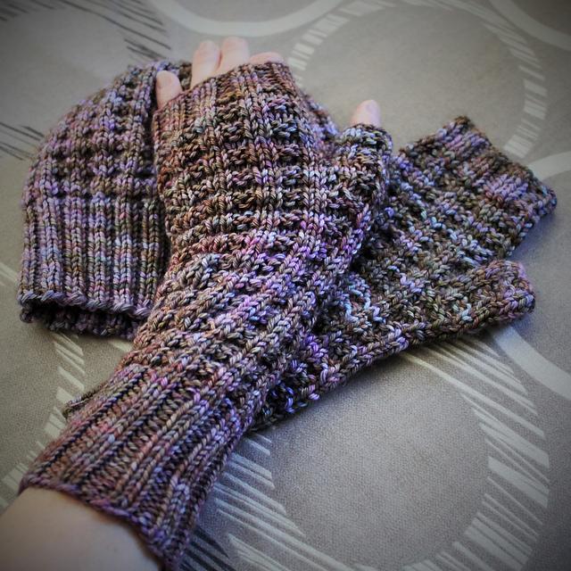 Knitting Patterns Galore - Warm Waffle Mitts
